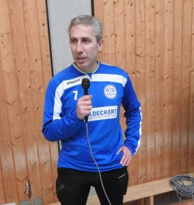 """Manfred Hass bei der Eröffnungsansprache zum """"Edgar-Knecht-Gedächtnis-Turnier"""""""